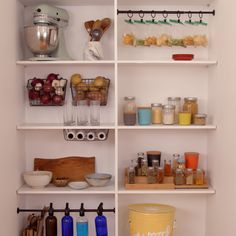 6 Ways to Hack Your Pantry Don't you wish your pantry looked as sleek as this? Find organizational bliss with these helpful pantry-cleaning hacks! Sponsored by Zillow® - Own Kitchen Pantry Kitchen Organization Pantry, Home Organization Hacks, Storage Hacks, Bathroom Organization, Organizing Ideas, House Cleaning Tips, Cleaning Hacks, Ikea Hack Billy, Ikea Trones