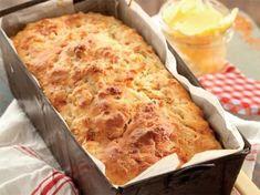 Hierdie brood maak jy in 'n japtrap en jy kan dit voorsit saam met braaivleis of met.Hierdie brood maak jy in 'n japtrap en jy kan dit voorsit saam met braaivleis of met. South African Dishes, South African Recipes, Kos, Baking Recipes, Dessert Recipes, Yummy Recipes, Baking Hacks, Cheesecake Recipes, Ma Baker