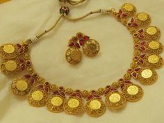 Gorgeous golden coin necklace set! Coin Necklace, All That Glitters, Coins, Gold, Accessories, Jewelry, Coining, Jewlery, Rooms