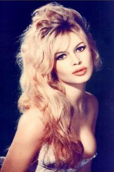 Brigitte Bardot, a beautiful French actress Bridget Bardot, Brigitte Bardot, Glamour Hollywoodien, Old Hollywood Glamour, Hollywood Stars, Hollywood Theme, Actrices Hollywood, French Actress, Twiggy