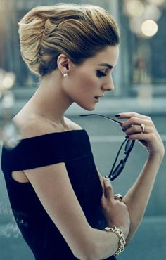 Olivia x 57 Magazine Olivia Palermo Look Dress by Jonathan Simkhai; Earrings, Rings & Bracelet Olivia's own vintage; Sunglasses by Le Specs Estilo Lady Like, Blusas Crop Top, Estilo Olivia Palermo, French Twist Hair, Rosie Huntington Whiteley, Mode Style, Look Fashion, Her Style, Style Icons
