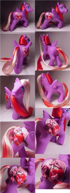 Valentine's custom pony, by Woosie @ DeviantArt