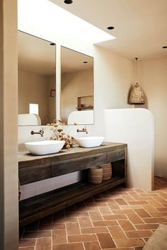 Emma Lane, co-founder of The Farm Byron Bay, provides all the minimalist home inspiration from inside her Byron Bay property. Bad Inspiration, Bathroom Inspiration, Terracota, Bathroom Interior Design, Cheap Home Decor, Home Remodeling, House Renovations, Kitchen Renovations, Small Bathroom