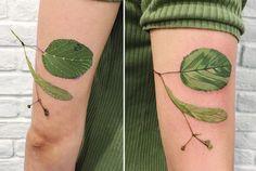 Никакие растения не растут одинаково, именно поэтому украинская тату-мастерРита «Рит Кит» Золотухина использует реальные цветы и листья, чтобы создать сложные, единственные в своем роде татуировки. Для создания своих работ Рита берёт кусочек живой зелени, такой как папоротник или крошечный цветок, и окунает егов чернила. Затем она прижимает окрашенное растениек кожееё клиентов, оставляя отпечаток. Затем она…