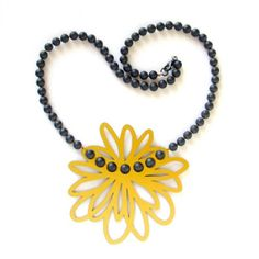 Grote bloem a necklace made of aluminum and hematite beads by Peggy Bannenberg