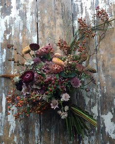 Having such an incredible time at the @ponderosa_and_thyme master class in London! LOVED making this autumnal bouquet... #inspired #underthefloralspell
