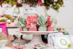 Decoração de Chá de Panela - Bruna e Gustavo - Vida de Casada Retro Housewife, Party Decoration, Cake, Wedding, Nova, Lingerie, Fashion, Bridal Shower Favors, Retro Bridal Showers