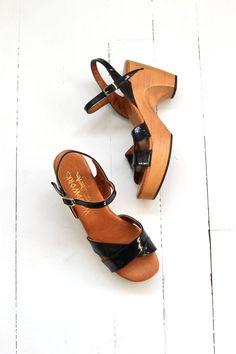 Woodworks platform sandals vintage 70s wood clogs by DearGolden
