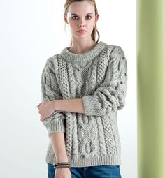 Modèle pull torsades Femme Cable Sweater, Cable Knit, Aran Sweaters, Knitting Designs, Knitting Patterns, Jumpers For Women, Sweaters For Women, Pull Torsadé, Knit Fashion
