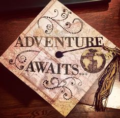 Travel Graduation cap Source by hannahlizn Graduation Cap Designs, Graduation Cap Decoration, Graduation Photos, Grad Pics, Nursing Graduation, High School Graduation, Graduation Gifts, Graduation Celebration, Abi Motto
