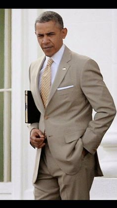 Two things President Obama has always looked good in: beige suits and the Oval Office #swag