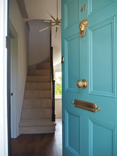 An Easy Guide To Painting A Front Door With M&L Paints Teal front door with brass door hardware. M&L paints full gloss front door. Teal Front Doors, Teal Door, Painted Front Doors, Front Door Colors, Front Door Decor, Front Door Accessories, Diy Door Knobs, Georgian Buildings, Front Door Hardware