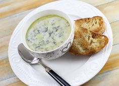 Spinach soup recipe. Ciorba de spanac ardeleneasca, ciorba de spanac cu usturoi, smantana si ou.