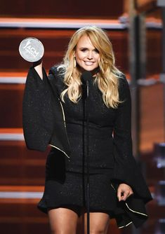 Miranda Lambert Photos - Miranda Lambert accepts the Female Vocalist of the Year award onstage during the Academy of Country Music Awards at MGM Grand Garden Arena on April 2018 in Las Vegas, Nevada. - Academy Of Country Music Awards - Show American Country Music Awards, Country Music Association, Academy Of Country Music, Country Music Artists, Country Singers, Miranda Lambert Quotes, Mgm Grand Garden Arena, Woman Crush, All Fashion