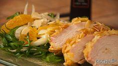 Petto di pollo in crosta di mandorle con insalata di rucola, fincchi e arance