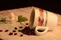 ¿Sabíais qué el café es un componente de cremas para combatir las ojeras?  La cafeína, como activador de la circulación sanguínea, descongestiona las zonas alrededor de los ojos hinchadas :) #cafe #beneficios #ojeras #coffee #profits #puffiness
