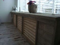 moois en liefs: Steigerhout Wood Pallet Furniture, Wood Pallets, Home Interior Design, Interior Styling, Home Radiators, Diy Crafts And Hobbies, Farm Bedroom, Radiator Cover, Modern Rustic