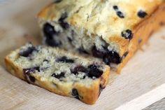 RECEPT: bananencake met blauwe bessen -Normaal gesproken ben ik geen fan van cakes, ik vind het vaak maar droge meuk en eigenlijk smaakt het naar niets.