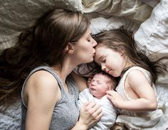 Lifestyle newborn photos by Ashleigh Coleman Photography | 100 Layer Cakelet