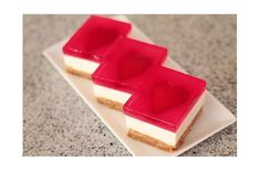 Strawberry Jelly Hearts~~from Bing Cooks~~~who says there are too many Jello recipes; this one is so pretty. Strawberry Hearts, Strawberry Jelly, Jelly Cheesecake, Strawberry Cheesecake, Jelly Hearts, Jello Shot Recipes, Dessert Recipes, Baking Recipes, Breakfast Recipes