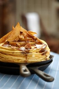 Pancakes with pears in a spicy butter sauce from Food from the heart. Courtesy of Lapa Publishers, photo by Adriaan Vorster South African Recipes, Ethnic Recipes, Butter Sauce, Pears, Pancakes, Spicy, Food, Eten, Meals