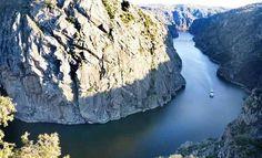 A unas cuatro horas de Asturias, en la frontera de Zamora y Salamanca con Portugal, se encuentra este parque natural que ofrece impresionantes cascadas y altas paredes graníticas de hasta 400 metros Spain Places To Visit, Douro Portugal, Natural Beauty, River, Landscape, Nature, Pictures, Outdoor, Wanderlust