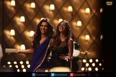 Grogeous Deepika Padukone in blue saree in Badtameez Dil #Smiling