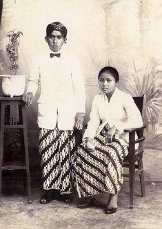 Studioportret van een Javaans echtpaar te Djombang. 1929