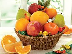 All Seasons Fruit Basket | Grove-fresh Navel #Oranges, Crisp Orchard Apples, Smooth Pears, Tangerines & Indian River Ruby Red #Grapefruit Garnished with Fruit Candies - Hale Groves #giftbaskets