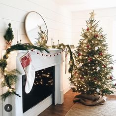 Adventures of life love (+ on the way!) and renovating our first home Wife to an amazing hubby ❤ Child of a loving God Hobbyist Tennessee Decoration Christmas, Christmas Mantels, Christmas Mood, Merry Little Christmas, Xmas Decorations, All Things Christmas, Holiday Decor, Minimalist Christmas, Advent
