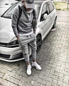 How to wear joggers men gq ideas How To Wear Joggers, Boy Outfits, Fashion Outfits, Trendy Outfits, Fashion Shoes, Fashion Accessories, Mode Man, Men With Street Style, Mens Joggers