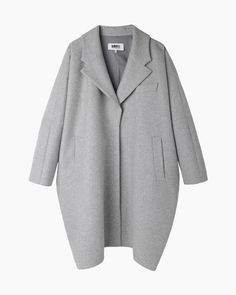 pale grey oversized coat | button up | medium length | unnoticeable side pockets | clean lines | rounded shape | modern, minimal, chic | fall/winter fashion | street style inspiration| MM6 by Maison Martin Margiela | cocoon coat #pf14