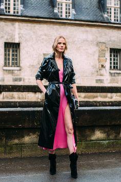 Attendees at Paris Fashion Week Fall 2018 - Street Fashion Fashion Week Paris, Fashion Week 2018, Nyc Fashion, Cool Street Fashion, Girl Fashion, Winter Fashion, Fashion Show, Street Style 2018, Autumn Street Style
