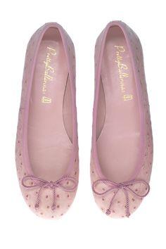 Ballerina pumps, Ballerina shoes, prettiest ballerina pumps and shoes, prettyballerinas.us, beautiful ballerina pumps and shoes. Pretty Ballerina Shoes, Pretty Ballerinas, Pretty Shoes, Cute Shoes, Me Too Shoes, Shoe Boots, Shoes Sandals, Flats, Flat Shoes
