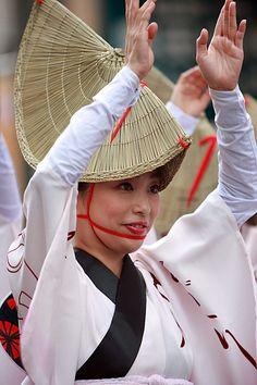 Japanese Awa Odori dance: photo by Takero KAWABATA