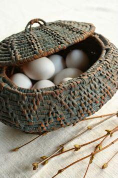 Egg basket from gamlaaffaren.blogspot