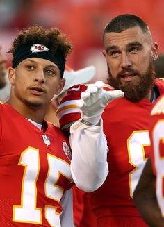 Travis Kelce and Patrick Mahomes Photos Photos: Green Bay Packers vs. Kansas City Chiefs Related posts:DamenaccessoiresNike Circuit Logo Essential (nfl Raiders) Herren-Hoodie - Schwarz NikeTom Brady now owns all the important NFL QB wins. Kansas City Chiefs Football, Kc Football, Football Photos, Kansas City Royals, Pittsburgh Steelers, Football Players, Dallas Cowboys, Tight End, Green Bay Packers