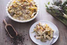 Ricetta perfetta come primo piatto per il menu della domenica, questo timballo di maccheroni con salsiccia e carcifi ha un sapore irresistibile!
