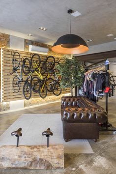 Chesterfield in a bike shop, of course we are. Commercial Interior Design, Commercial Interiors, Modular Furniture, Furniture Design, Faria Lima, Cool Garages, Cool Store, Bicycle Brands, Bicycle Shop