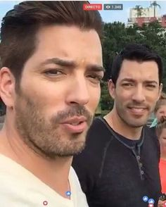 Yes sir Jonathan Silver Scott, Scott Brothers, Drew Scott, Property Brothers, Eyes, Nice, Sexy, Siblings, Nice France