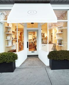fantastic beauty boutique in beloved Canada and now Florida - GEE Beauty