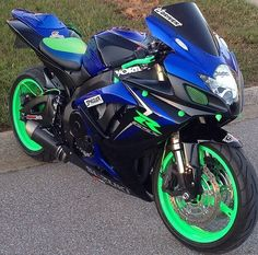 2007 Suzuki GSX-R Love this color combination! Best Motorbike, Motorcycle Dirt Bike, Motorcycle Design, Gsxr 1000, Ducati Diavel, Custom Sport Bikes, Cool Motorcycles, Sportbikes, Street Bikes