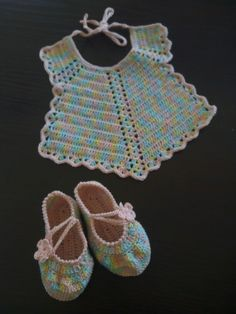 Bavettina e scarpette baby crochet - Graziella Germano