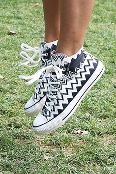 Hello, Shoe of Our Back-to-School Dreams: Missoni Teamed Up with Converse and It. Oh hello, Missoni x Converse (aka the shoe of your back-to-school-dreams)Oh hello, Missoni x Converse (aka the shoe of your back-to-school-dreams) Zapatos Shoes, Converse Shoes, Vans, Shoes Heels, White Converse, Custom Converse, Sperry Sneakers, Converse High, Shoes Sneakers
