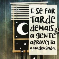 """""""E se for tarde demais, a gente aproveita a madrugada."""" Esqueça as horas e seja feliz! #autordesconhecido #bynina #instabynina #frases #tempo #horas #madrugada #sejoga"""