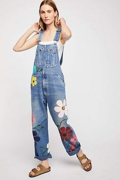Free People Rialto Jean Project Floral Painted Overalls - S Diy Jeans, Painted Jeans, Painted Clothes, Overalls Women, Denim Overalls, Overalls Style, Dungarees, Salopette Jeans, Mode Boho
