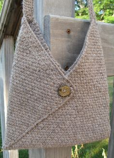 Best 12 Ravelry: Project Gallery for Masa Bag pattern by Lisa Risager – SkillOfKing. Free Crochet Bag, Crochet Tote, Crochet Handbags, Crochet Purses, Knit Crochet, Hand Knitting, Knitting Patterns, Crochet Patterns, Triangle Bag