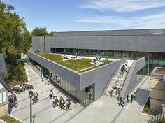 Hall Atlético y Centro de Bienestar Branksome / MacLennan Jaunkalns Miller Architects , © Shai Gil