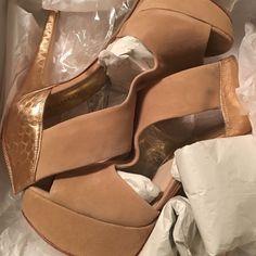 Micheal Kors platform Brand new tan and bronze Michael Kors platform. Brand new only tried on never worn outside. Michael Kors Shoes Heels