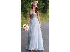 59b026e45a44 Splývavé společenské šaty s krajkovým živůtkem šaty mají jemný krajkový  živůtek s hlubokým V výstřihem dominantou